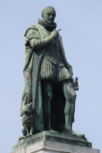 The statue of William of Orange in The Hague. His finger originally pointed towards the Binnenhof, but the statue has since been moved. A similar statue stands in Voorhees Mall on the campus of Rutgers University. The dog by his side was his companion Pompey. Willem van Oranje Standbeeld Den Haag, juni 2003.JPG