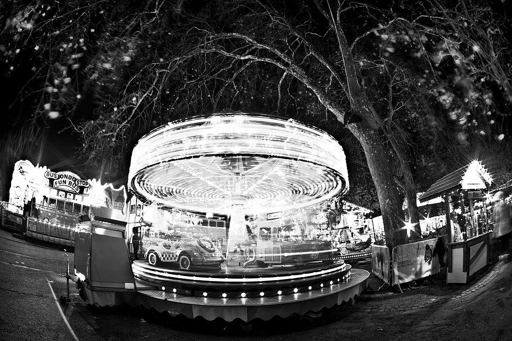 File:Winter Wonderland Carousel, Hyde Park.jpg - Wikimedia ...