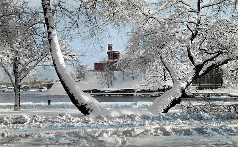 800px-Winter_view_towards_Kastellholmen_islet,_Stockholm,_Sweden_(32040337870).jpg (800×494)
