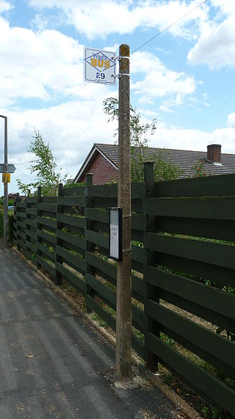 File:Wootton Footways Top bus stop 3.JPG