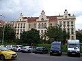 Základní škola Nedvědovo náměstí 13, z Podolské.jpg