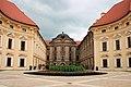 Zámek Slavkov u Brna - nádvoří 1.jpg