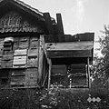 """Zasilni """"čebeunak"""" (čebelnjak) poleg velikega, Pečki 1950.jpg"""