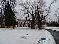 Zbraslavský klášter, zámecký park, pohled ke kostelu.jpg
