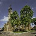 Zicht op de zuidoostgevel met kerktoren - Rhenen - 20398417 - RCE.jpg