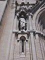 Église Saint-Baudile de Nîmes - Statue à gauche du portail.jpg
