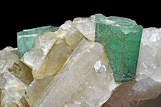 Emerald - Image: Émeraude, quartz 2
