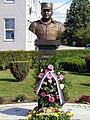 Генерал Славко Лисица, споменик у Броду.JPG