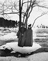 Два педагога Общества телесного воспитания «Богатырь» во время экскурсии у реки Вуоксы. Декабрь 1908.jpg