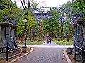 Маріїнський парк, вхід.jpg