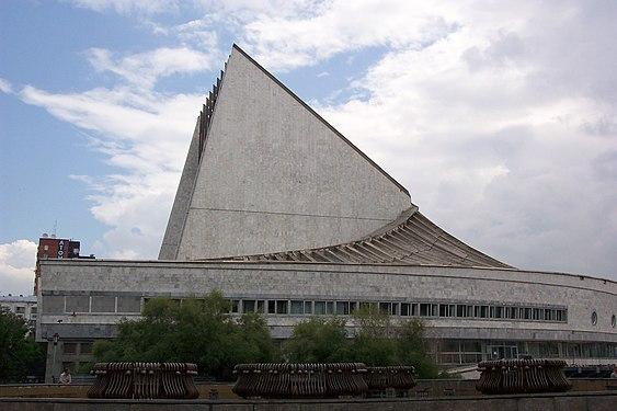 Новосибирский академический театр Глобус.jpg