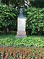 Памятник Кирову на Елагином острове перед 2м Елагинским мостом.jpg