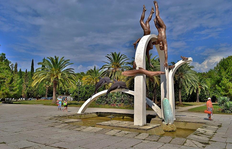 Скульптурная композиция называется «Море»