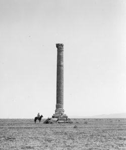 A photograph of the column from the first quarter of the 20th century