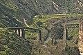 0001גשר רכבת העמק מעל נהר הירמוך באזור חמת גדר חציו בירדן וחציו בישראל.jpg