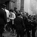 09.10.71 Du monde au procès du gang de Nîmes (1971) - 53Fi1114.jpg