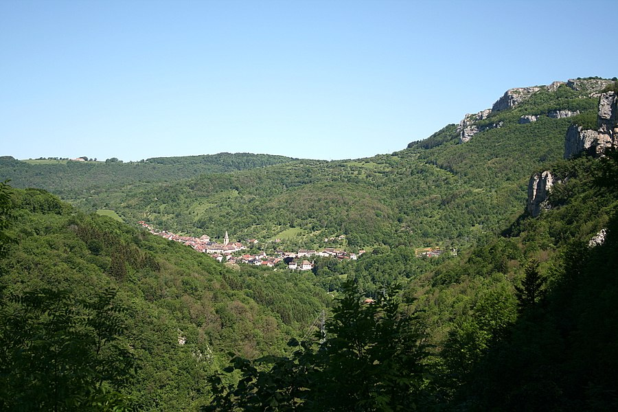 Mouthier-Haute-Pierre  (Doubs - France), panorama from the D67 at the southeast of the village.