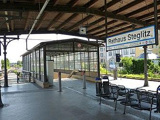 Berlin Rathaus Steglitz station - Image: 130707 S Bahnhof Rathaus Steglitz (nördlicher Zugang)