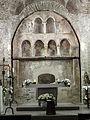 130 Sant Pere de Terrassa, retaule de pedra a l'absis.JPG