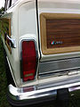 1986 Jeep Grand Wagoneer white-g Mason-Dixon Dragway 2014.jpg