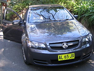 2006 Holden Commodore (VE MY07) Omega sedan (2006-08-20).jpg