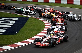 2008 Canadian Grand Prix - Lewis Hamilton leads Robert Kubica, Kimi Räikkönen and the rest of the field at the start of the race.