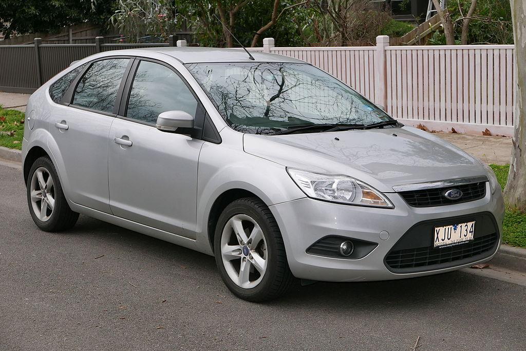 1024px-2009_Ford_Focus_(LV)_TDCi_5-door_
