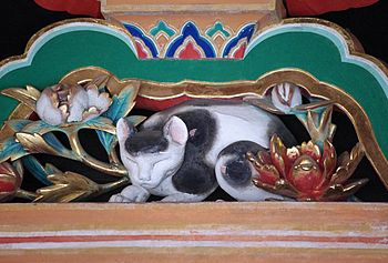 English: Nemuri-neko (Sleeping Cat) carving at...