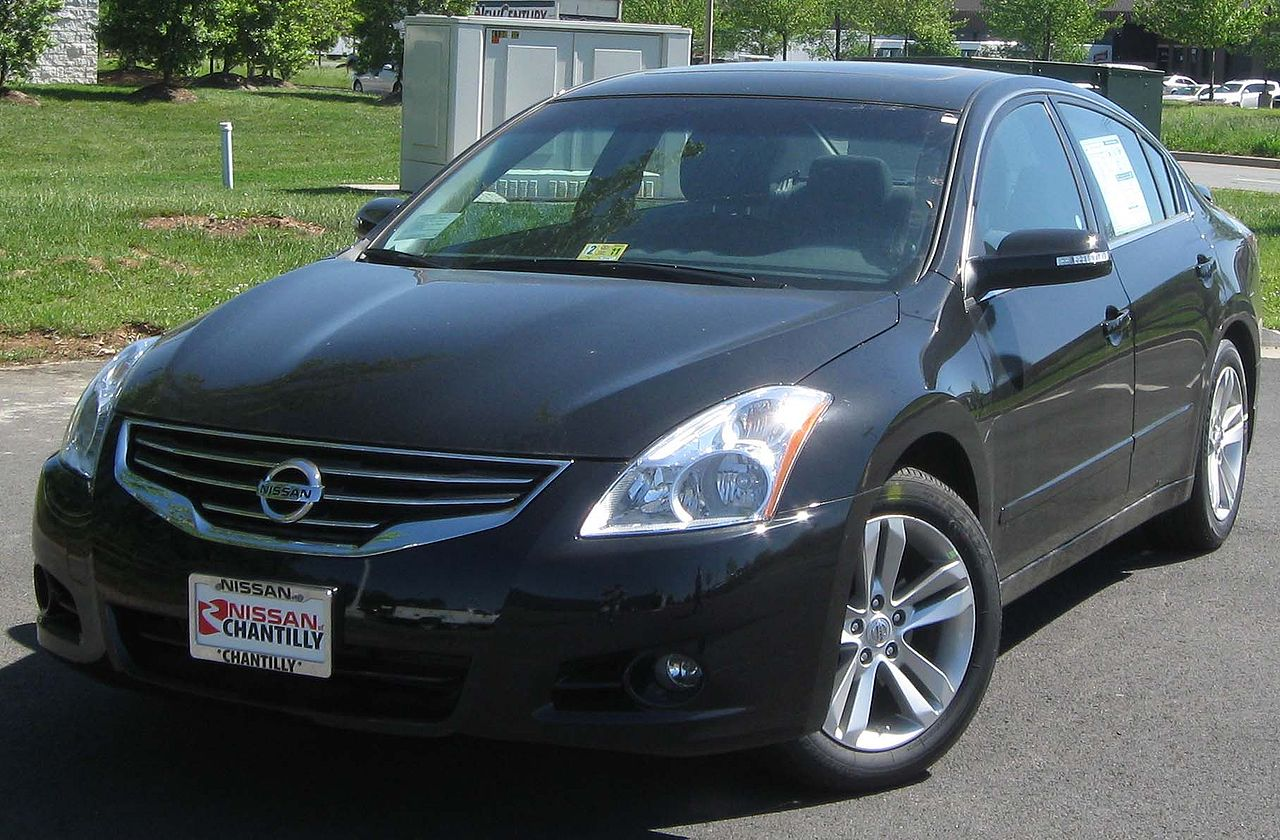 File:2010 Nissan Altima 3.5SE -- 05-05-2010.jpg - Wikimedia Commons
