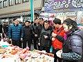 2011년 1월 24일 강원도지사 이광재 강릉중앙시장 방문 SAM 0062.jpg