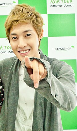 http://upload.wikimedia.org/wikipedia/commons/thumb/5/59/2011_Hyun_joong-2.jpg/250px-2011_Hyun_joong-2.jpg