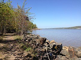 View north along the Shore Trail near the Forest View Trail in Palisades Interstate Park