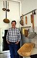 2014-04-12 Friedrich-Wilhelm Busse privat mit selbstgemachten Würsten und historischen Schlachterutensilien wie etwa Siedekellen und Holztrog.jpg