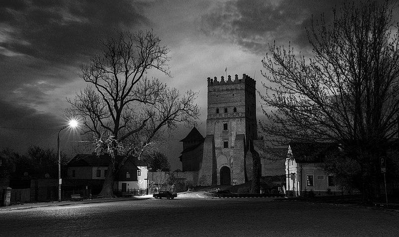 В'їзна (Надбрамна) башта Луцького замку. Найкраща світлина Волинської області. Автор фото — Мирослав Видрак, поширюється на умовах вільної ліцензії CC BY-SA 4.0