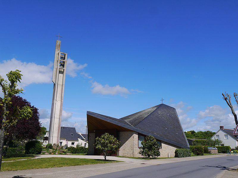L'église et son campanile.