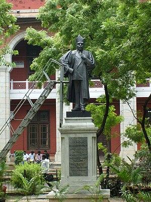 A. Lakshmanaswami Mudaliar - Statue of Lakshmanaswami Mudaliar in the Senate House, University of Madras