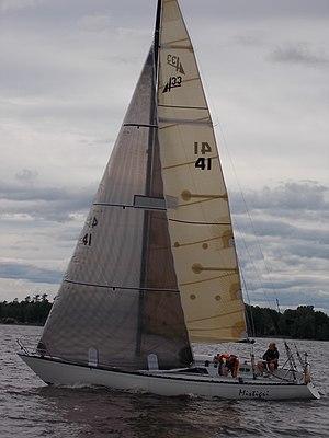 Abbott 33 - Image: Abbott 33 sailboat Mistigri 2395