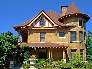 Allen Centennial Gardens - Image: Agricultural Dean's House Madison