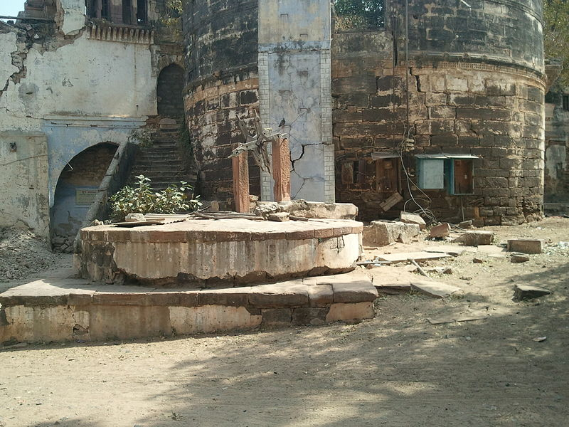 File:Aina Mahal Bhuj Kutch.jpg