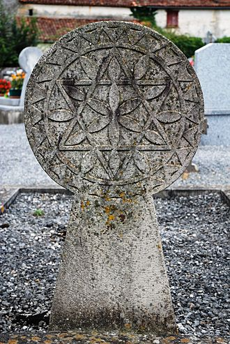Ainhice-Mongelos - A Hilarri decorated with a Star of David