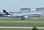 Airbus A330-300 Belgian Air Force (BAF) CS-TMT - MSN 096 (10498352386).jpg