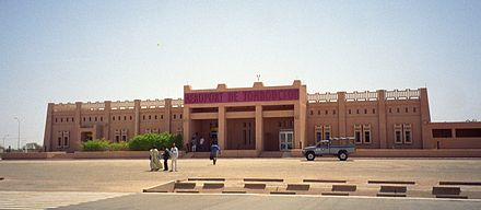 A street and airport in the famous town of Timbuktu, Mali, showing the Sudano-Sahelian architectural style of the West African interior Airport in Timbuktu.jpg
