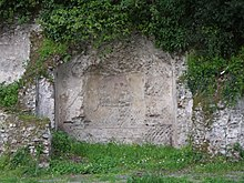 Un nicchione della villa di Gneo Pompeo Magno nel parco pubblico di villa Doria.
