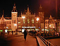 Amsterdam Centraal Station at night.jpg