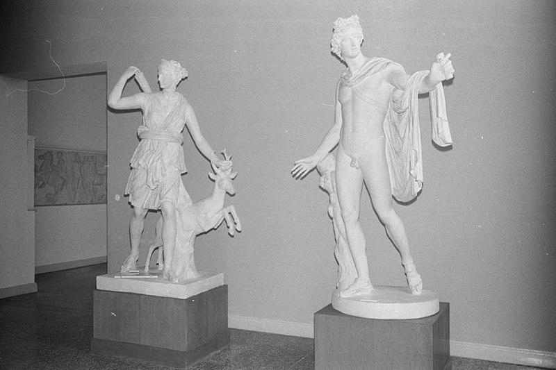 File:Archäologische Sammlung in der Kunsthalle am Düsternbrooker Weg (Kiel 54.410).jpg