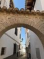 Arco en una calle de Castril (44397484245).jpg