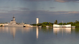 USS Arizona Memorial (right); USS Missouri (left) in Pearl Harbor Arizona Memorial at Pearl Harbor, Hawaii.JPG