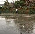 Attente sous la pluie à l'école primaire de SMdB.jpg