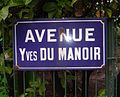 Plaque de l'avenue Yves-du-Manoir à Paris.