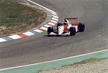 Photo de la McLaren MP4/8 de Senna, sortant d'un virage